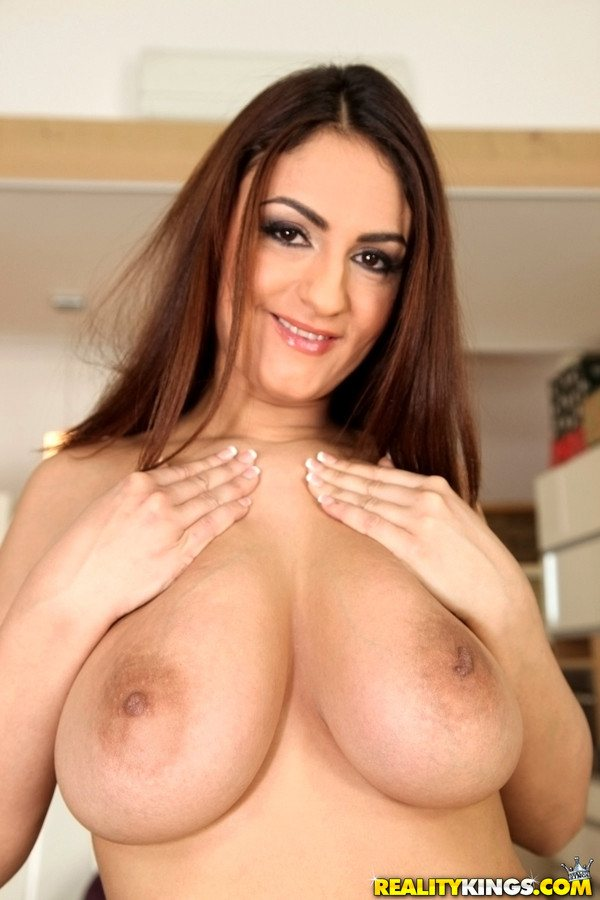 Uk milf shows all