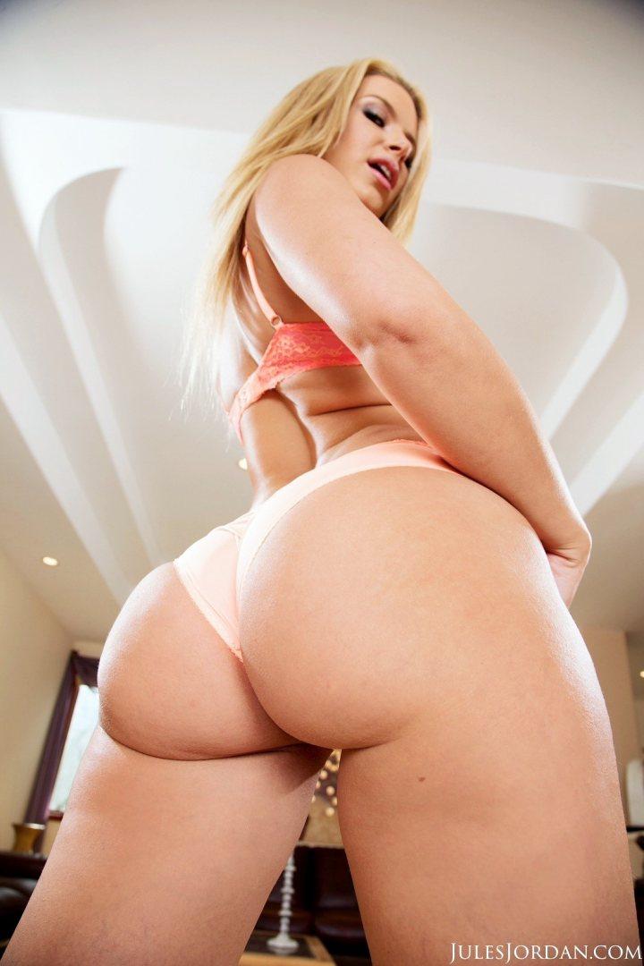 Bubble Butt Ebony White Dick