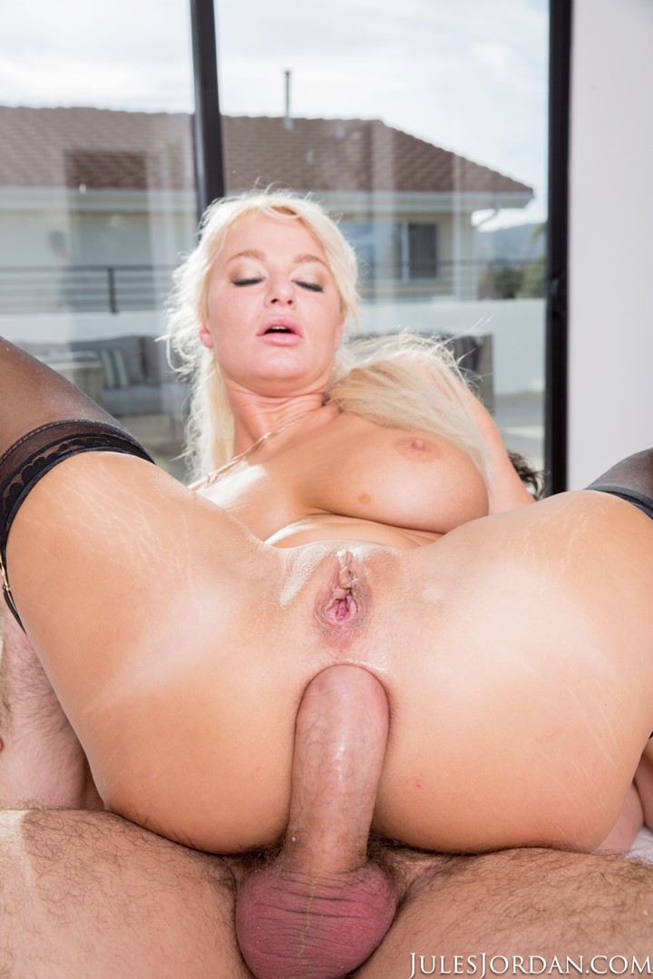 Hungry blonde gets double penetrated during gang bang 7
