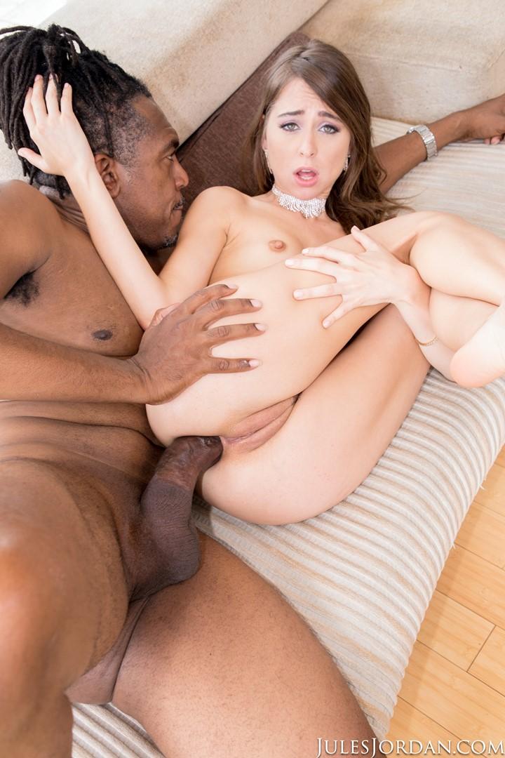 Sexy young slut meets guy online for random fuck - 3 part 1