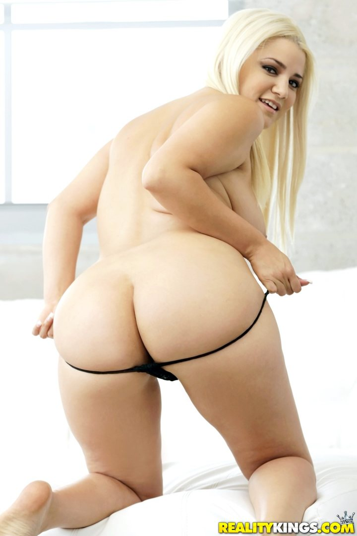 Big ass blonde pictures